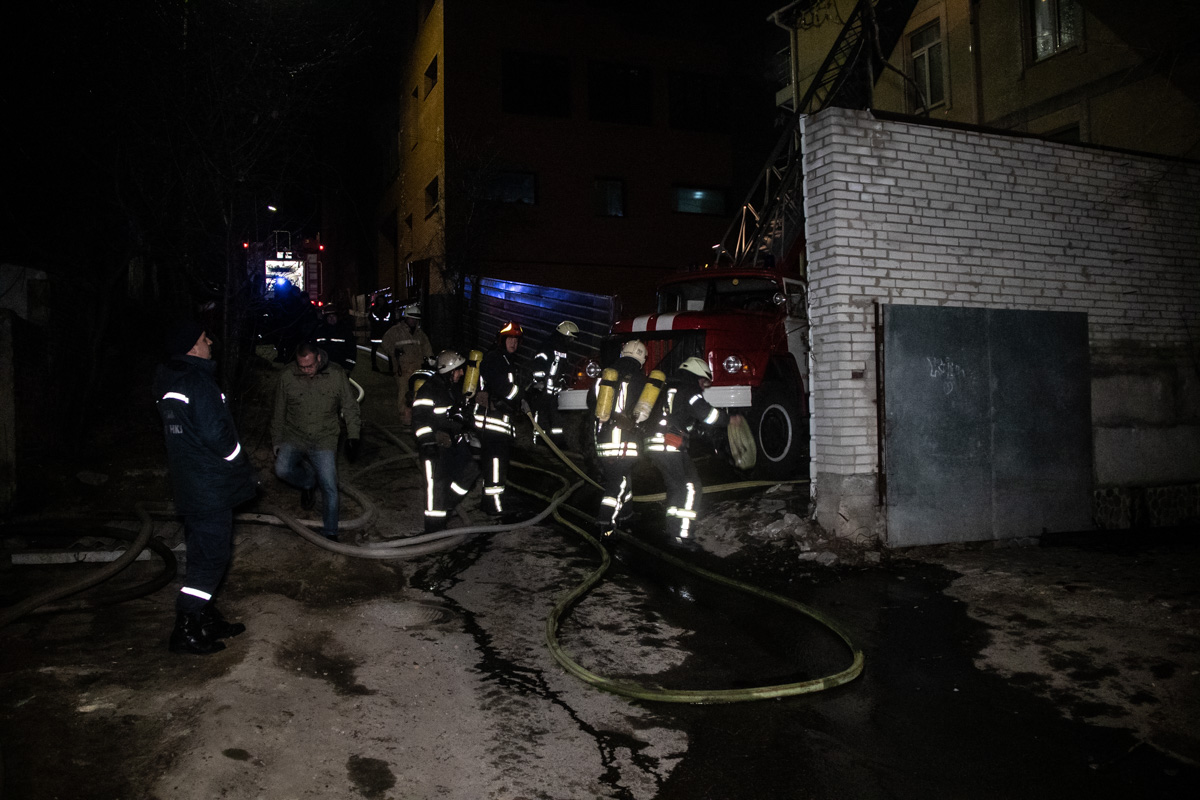 В Киеве произошел пожар в трехэтажном доме по адресу улица Белицкая, 31