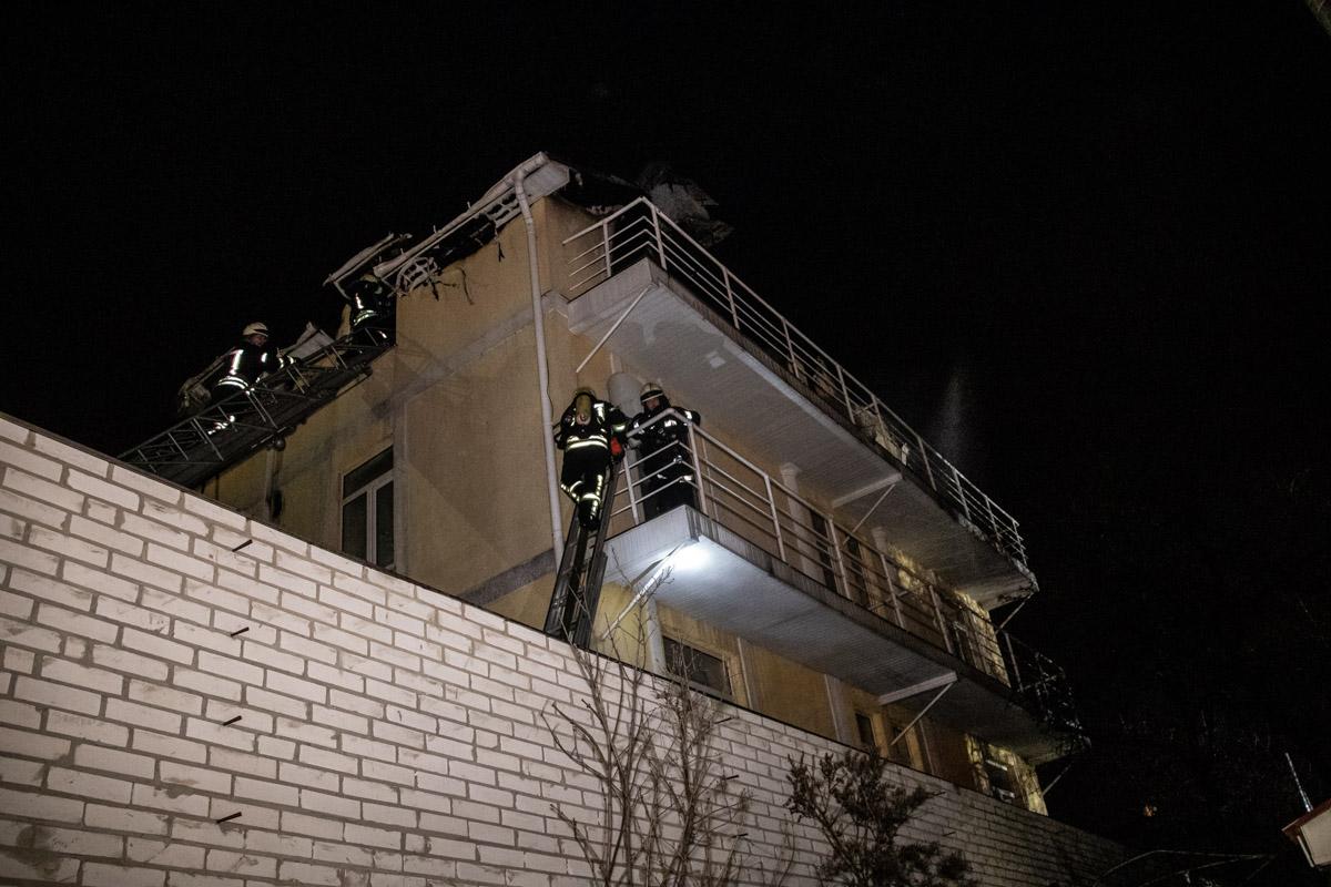 Ликвидацией пожара занимались более 60 спасателей и 16 единиц спецтехники