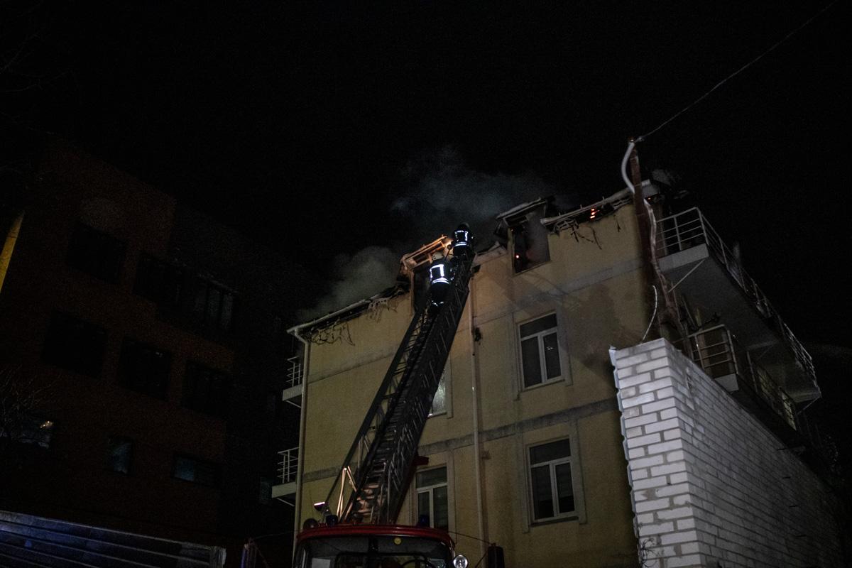Огонь распространился на площади 400 квадратных метров
