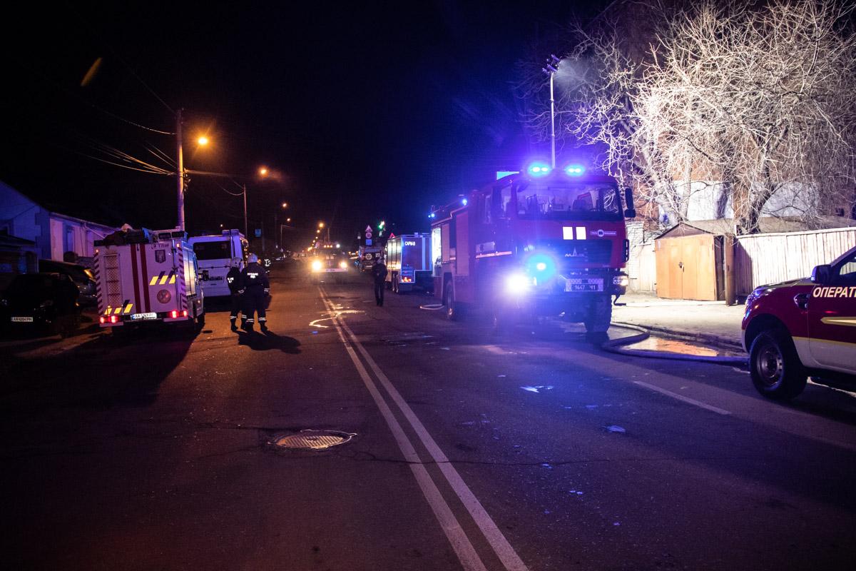 Чтобы ликвидировать возгорание пожарным пришлось перекрыть часть улицы Белицкой