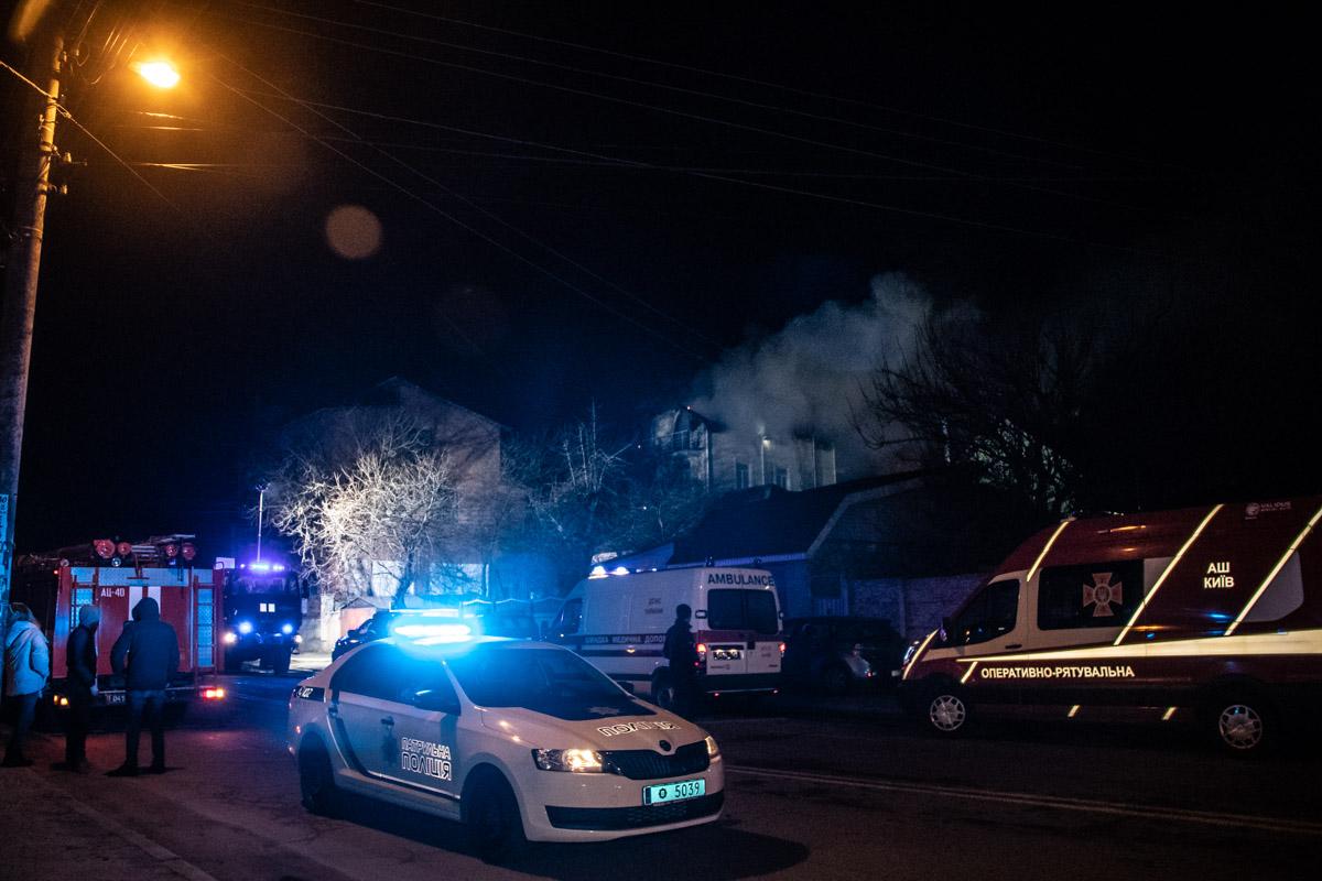 Очевидцы сообщили, что первым начал гореть дымоход