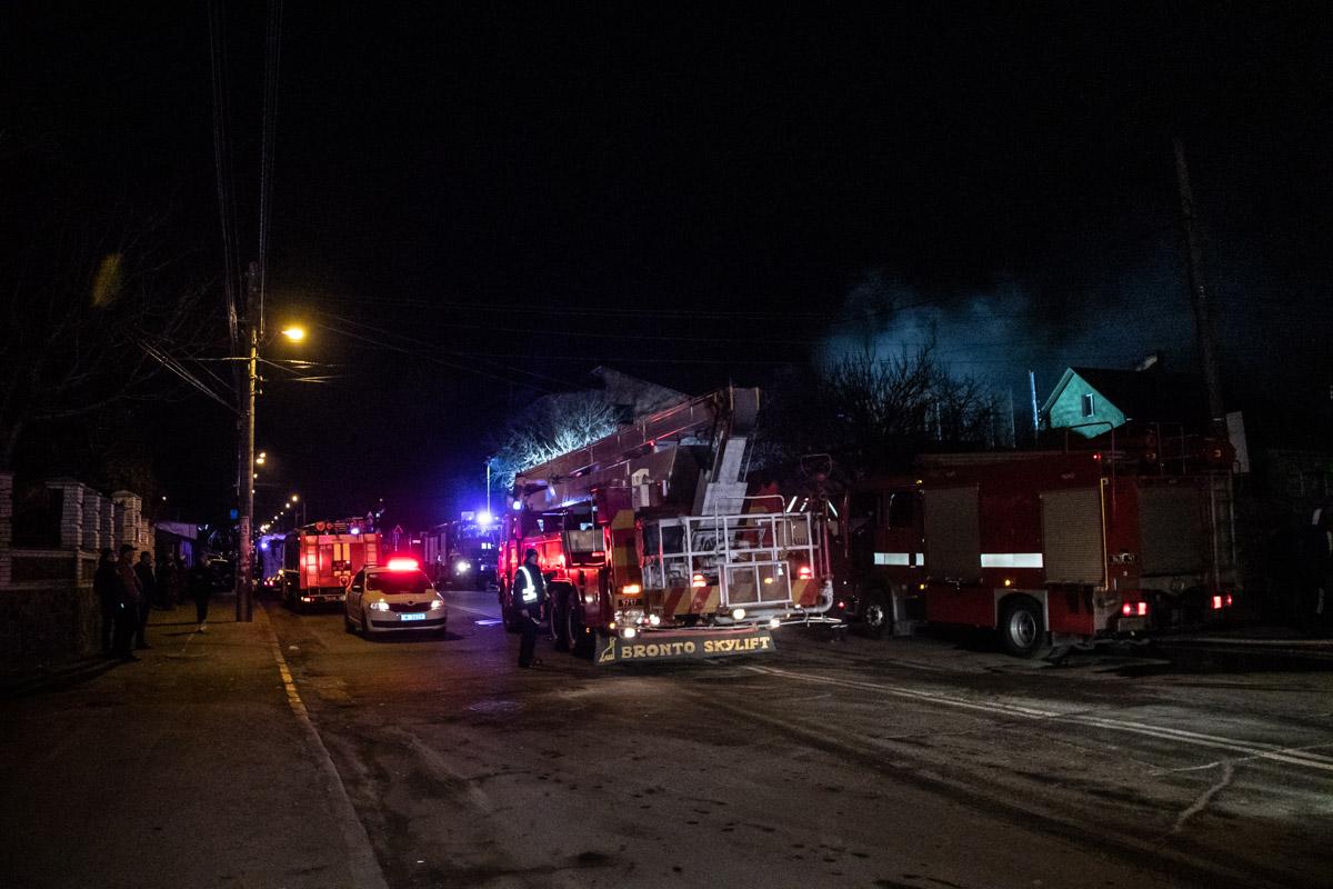 Огонь быстро распространился на помещения третьего этажа