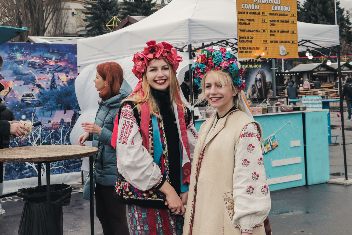 На ВДНГ в Киеве уже традиционно прошли праздничные активности в честь Масленицы