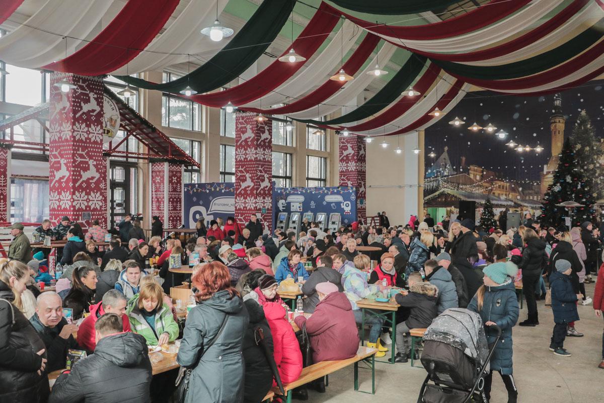 В честь Масленицы 2019 на ВДНГ открыли фудкорты с множеством видов вкусных блинов