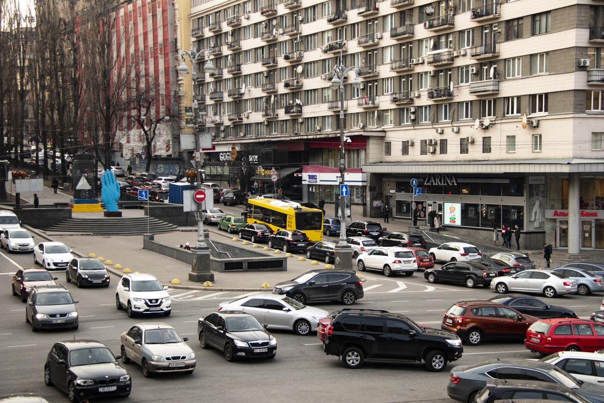 Пробки сковали центр города
