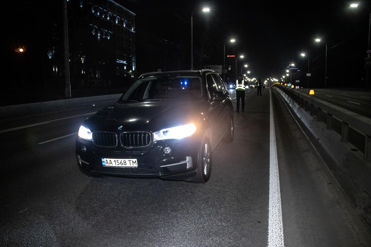 В воскресенье, 3 марта, на бульваре Дружбы Народов произошла авария с участием автомобиляBMW X5 и пешехода