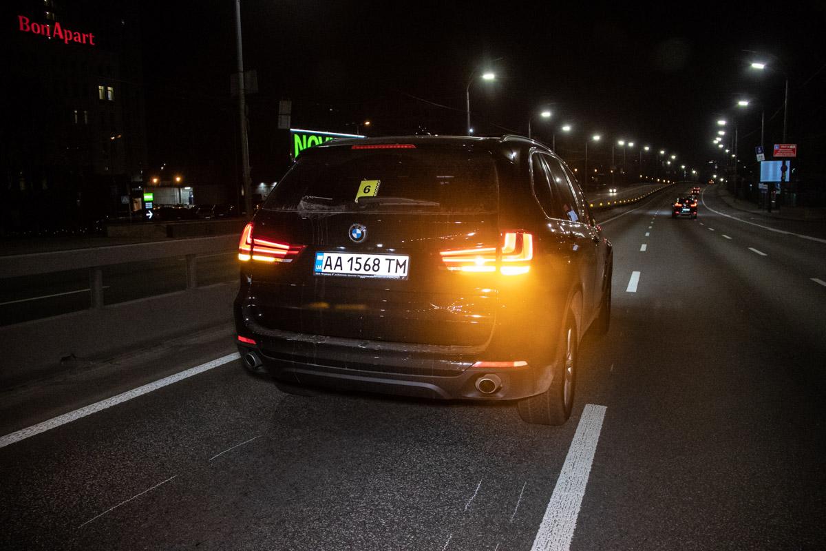 BMW X5 двигался побульвару Дружбы Народов в сторону Лыбедской площади