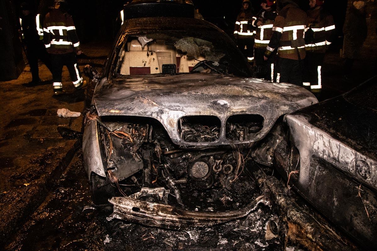 Воспламенение началось в передней части BMW 5