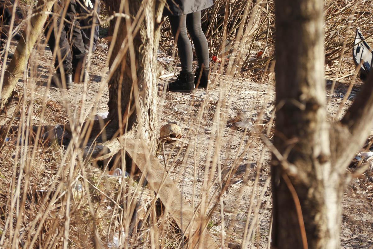 Как удалось выяснить правоохранителям, парень гулял на берегу Днепра и обратил внимание на странный предмет