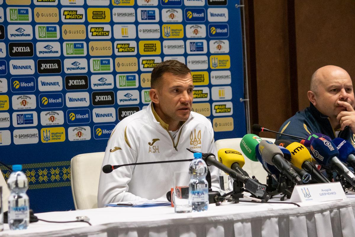 Перед тренировкой сборной, ее главный тренер Андрей Шевченко отвечал на вопросы журналистов