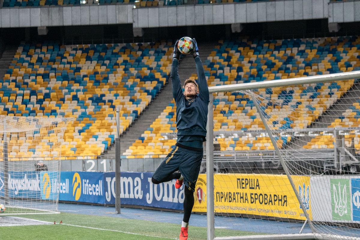 Денис Бойко на высоте и спасает ворота. Здорово, что Дэн близок к своему пику образца 2015 года