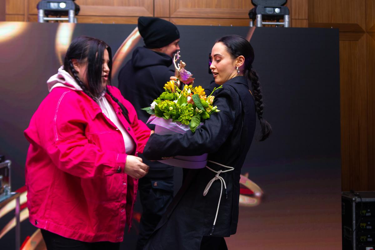 Alina Pash, которая получила премию за лучший хип-хоп хит заявила, что хочет разделить награду сAlyona Alyona