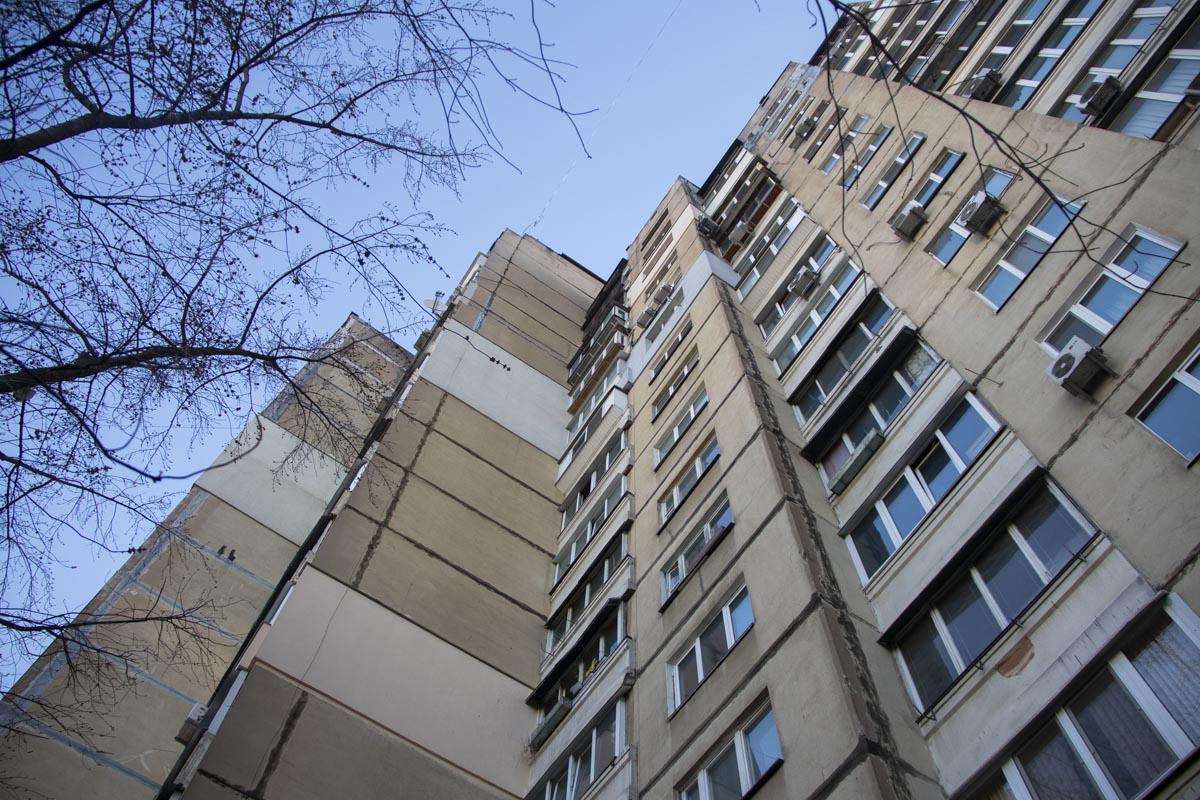 В ночь на 2 апреля мужчина выпрыгнул из окна 12 этажа