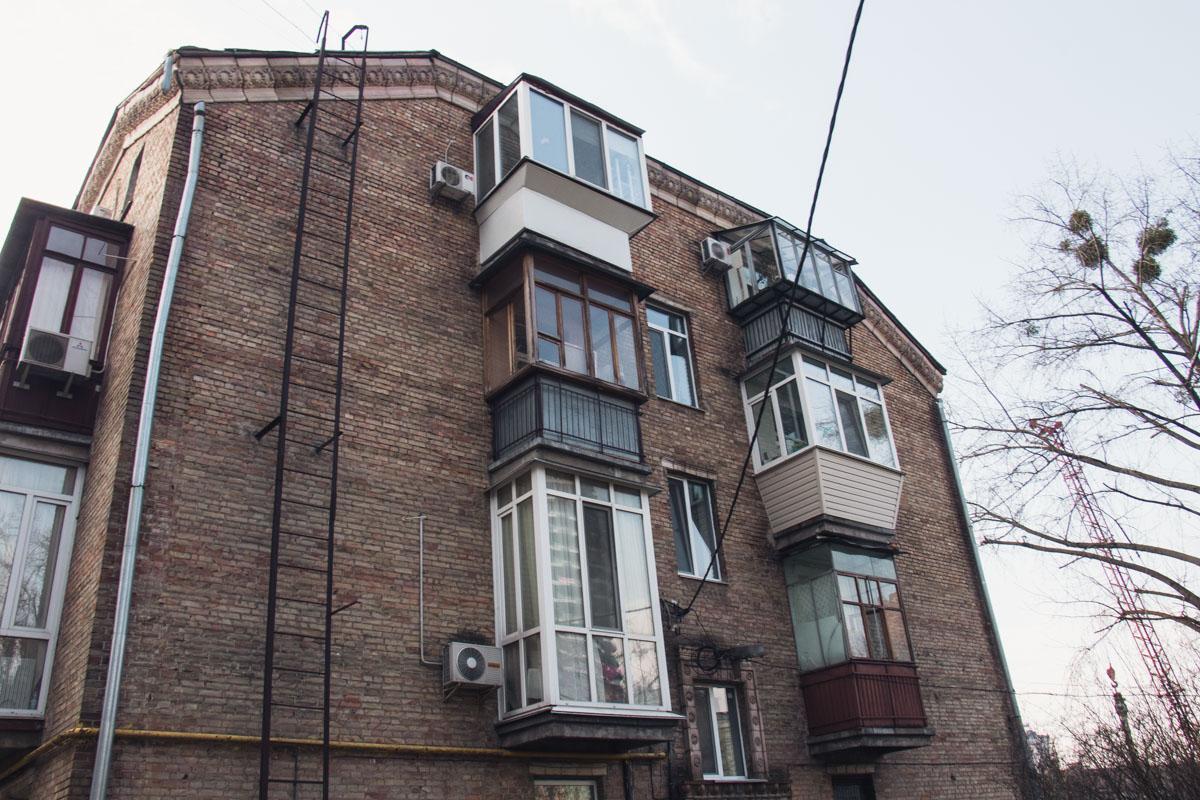 В одной из квартир Киева нашли мертвую девушку