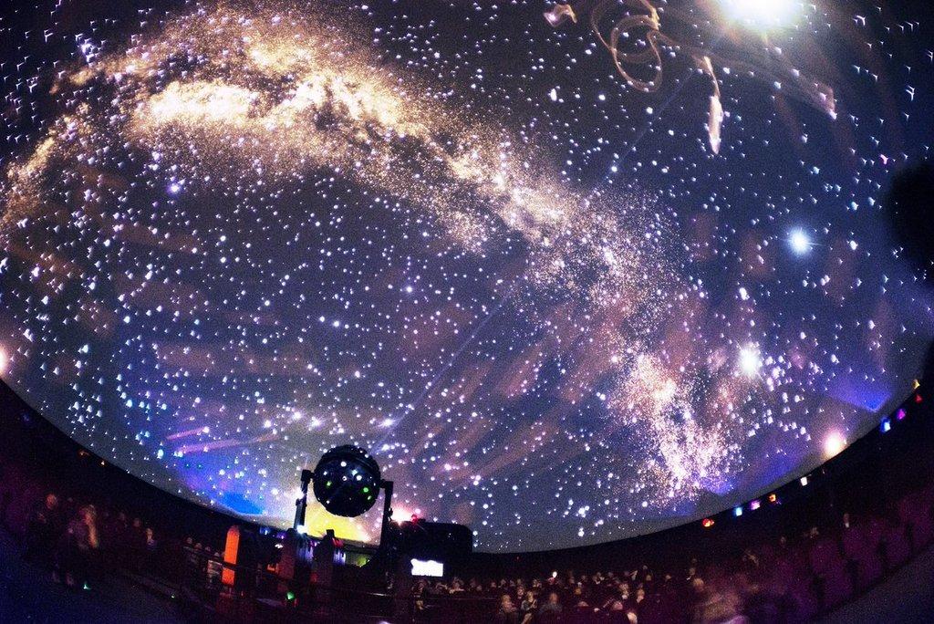 Космос для деток - что-то неземное, так почему бы и не подарить им в этот день частичку чуда?
