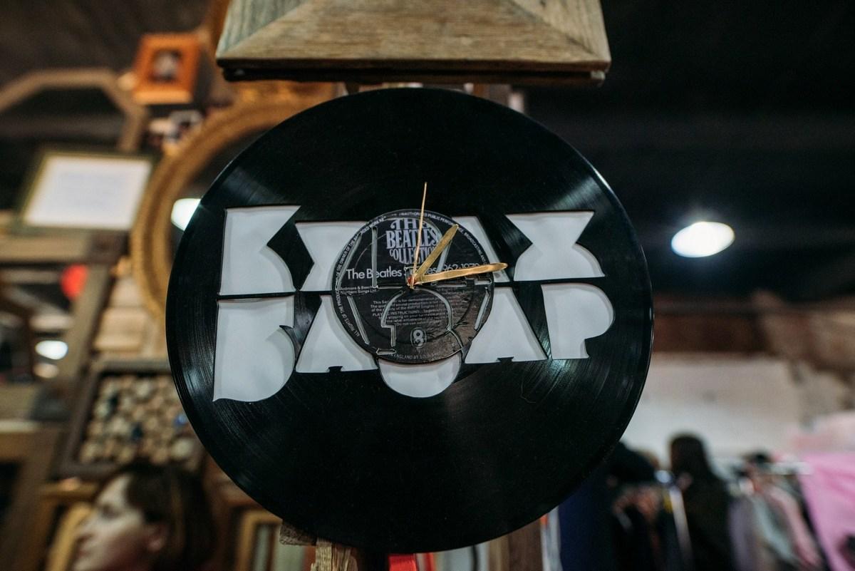 Свинг, блюз, вокальные импровизации и саксофон - все это ждет посетителей Джазового Кураж Базара