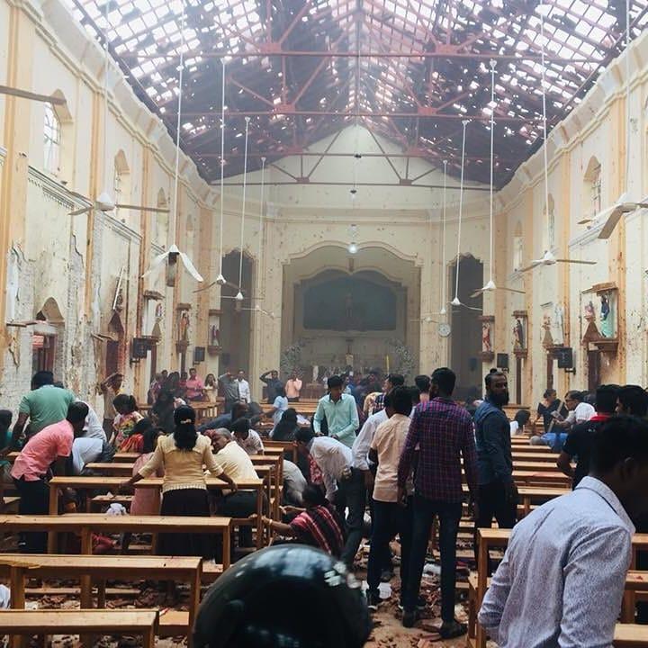 Последствия взрыва в одной из церквей. Фото: @archbombay