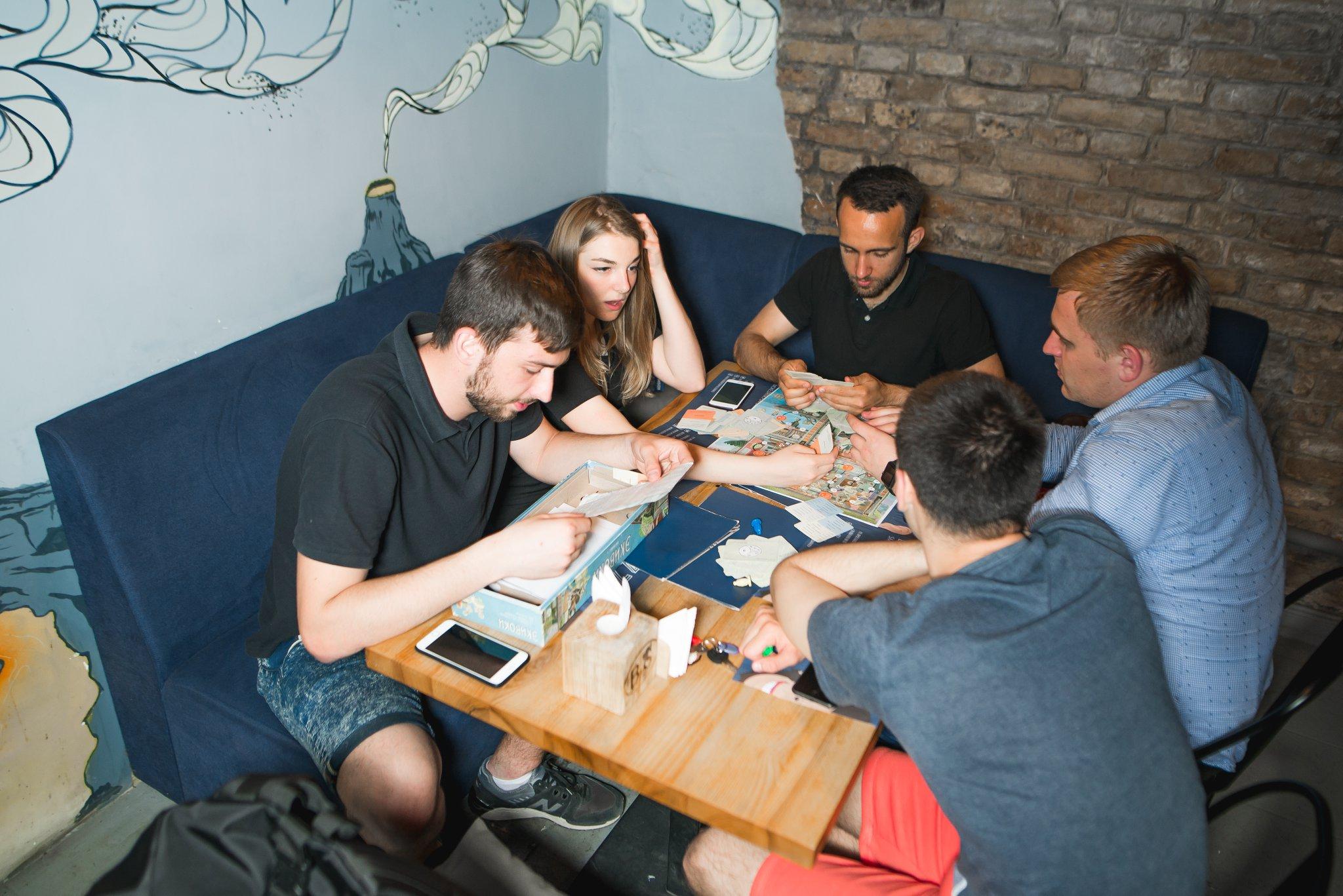 В BUZZ bar вы платите только за то, что съели и выпили, игры - бесплатны