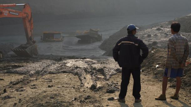 В Мьянме из-за обвала шахты под землей оказались более 50 человек