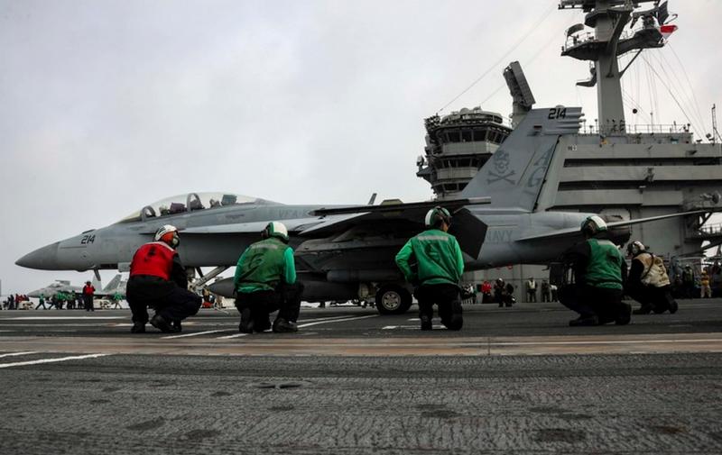 Шестой флот ВМФ США сообщил о прибытии в Средиземное море двух авианосных групп