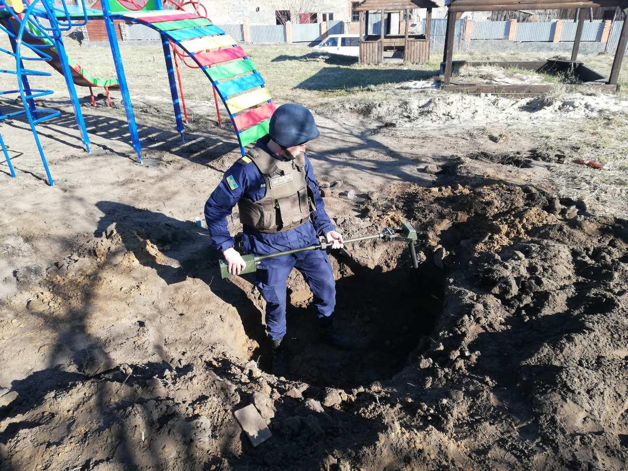 Нашли мины 2 апреля во время проведения земляных работ на детской площадке