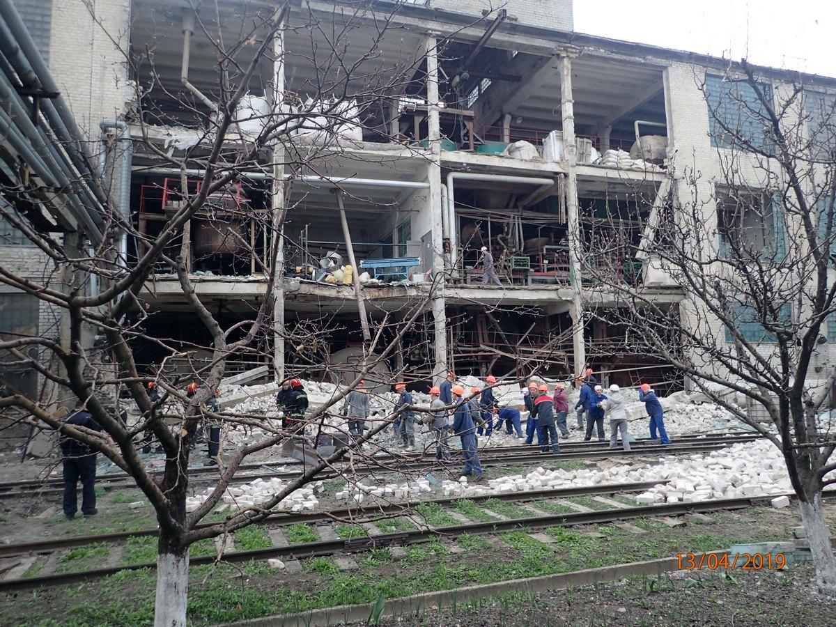 В результате взрыва на заводе погибла женщина