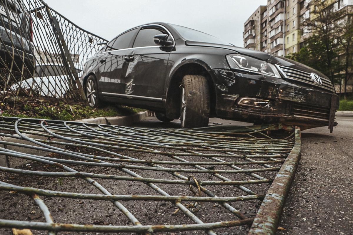 В Volkswagen находились четыре человека, включая водителя. К счастью, в происшествии никто не пострадал, поэтому помощь медиков не понадобилась