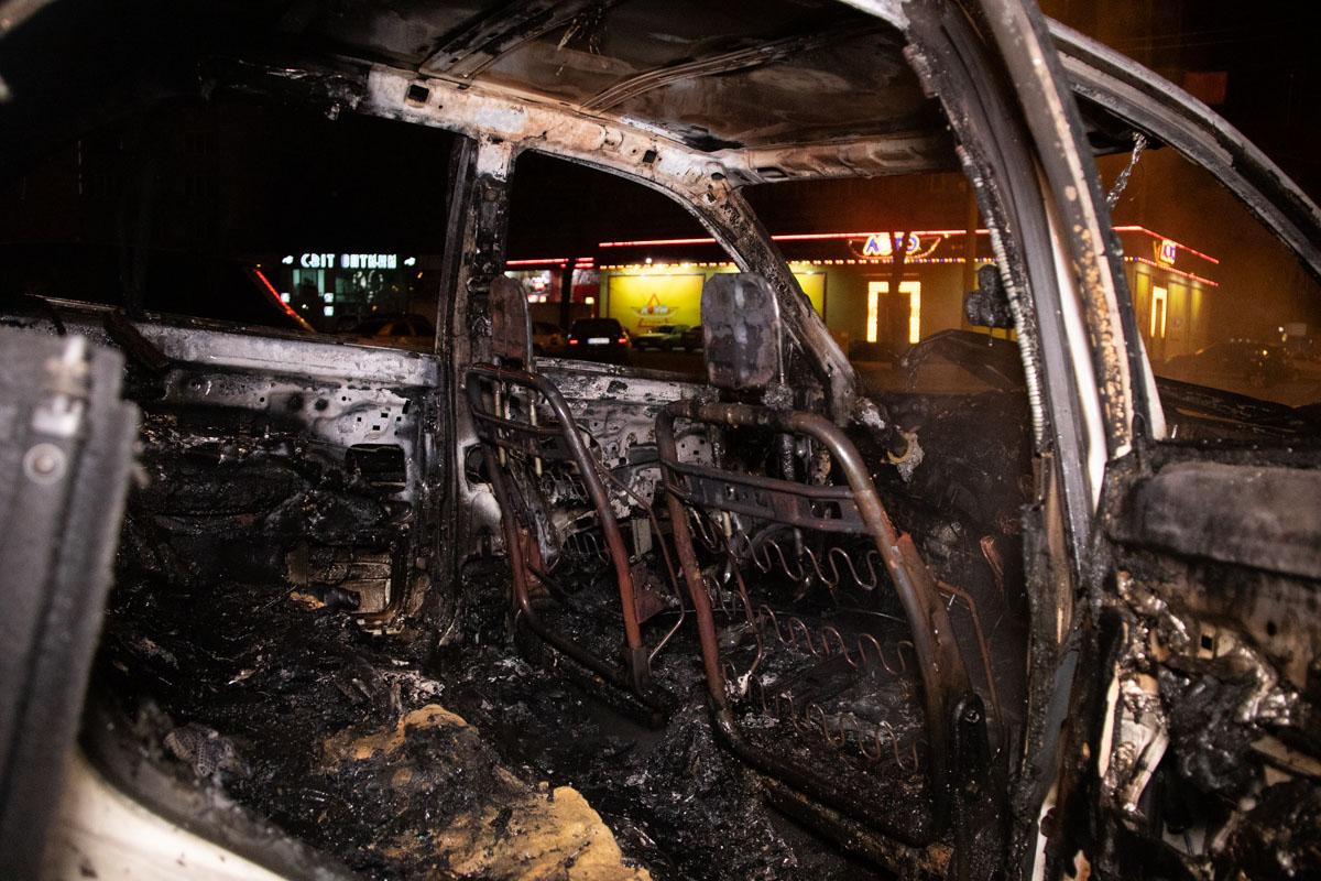 Огонь серьезно повредил обе машины
