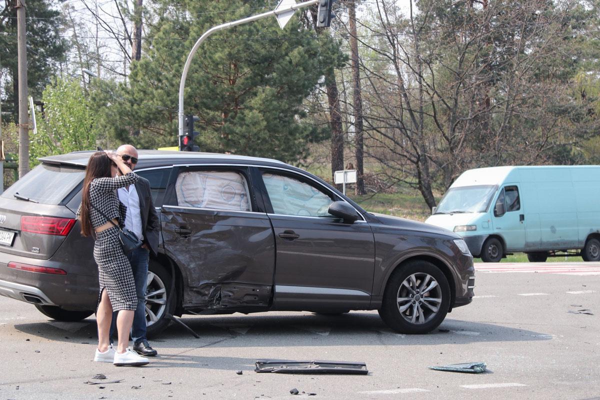Перед тем, как влететь в заправку,, внедорожник протаранил Audi