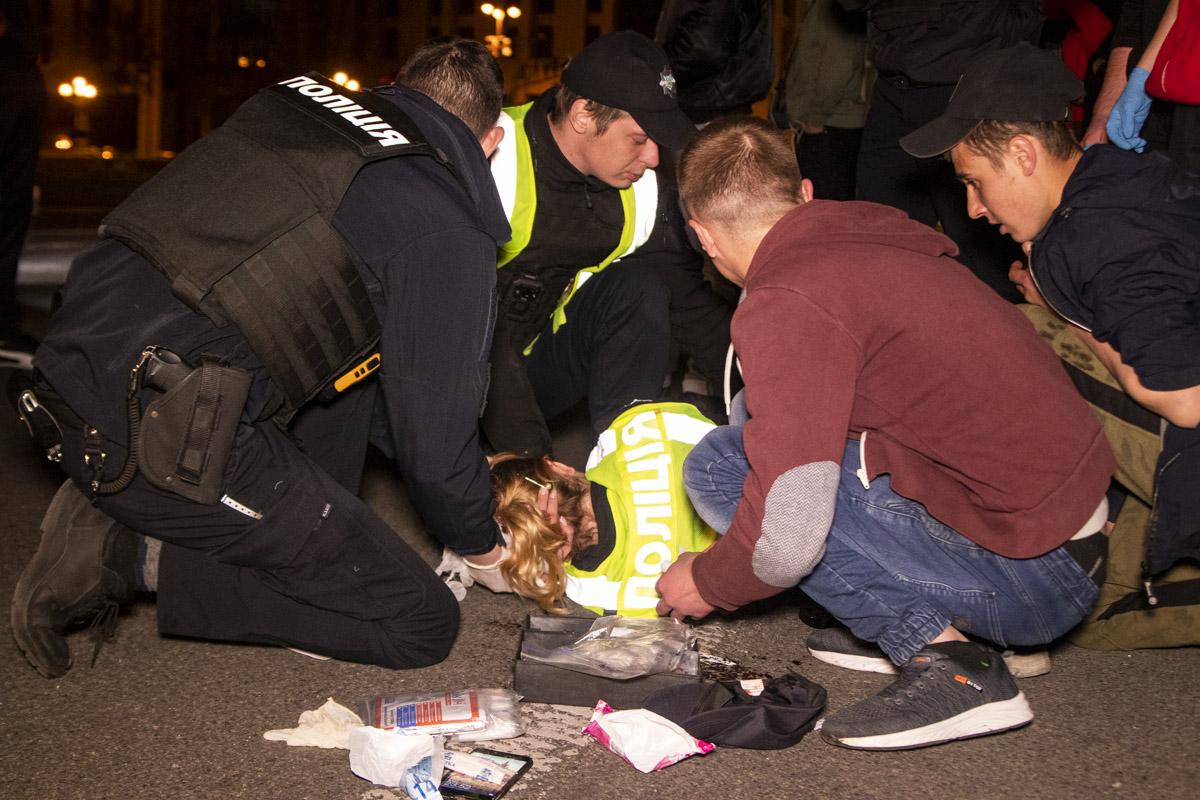 Нарушители насильно вытащили девушку из машины, нанесли ей несколько ударов по голове, сели вполицейскийPrius и скрылись в неизвестном направлении