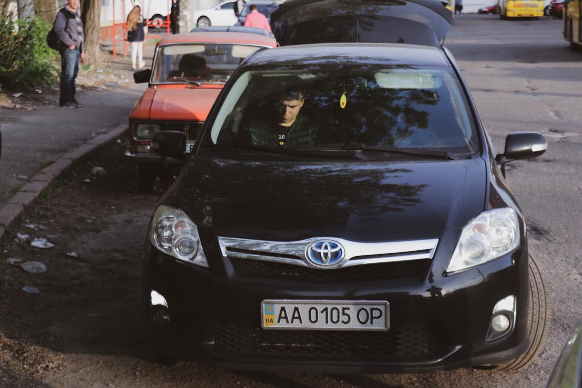 Водитель Nissan сел в машину знакомого и комментировать ситуацию отказался