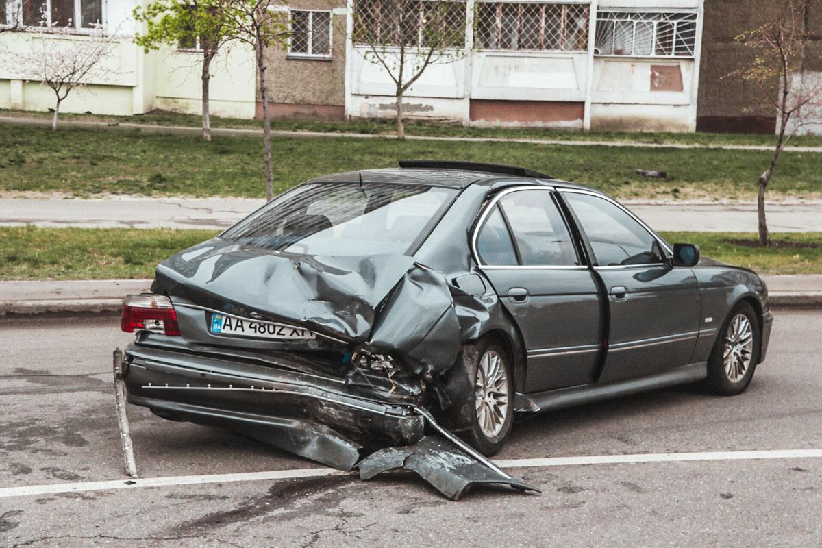 По предварительным данным, пострадали двое мужчин - водитель и пассажир Mercedes.