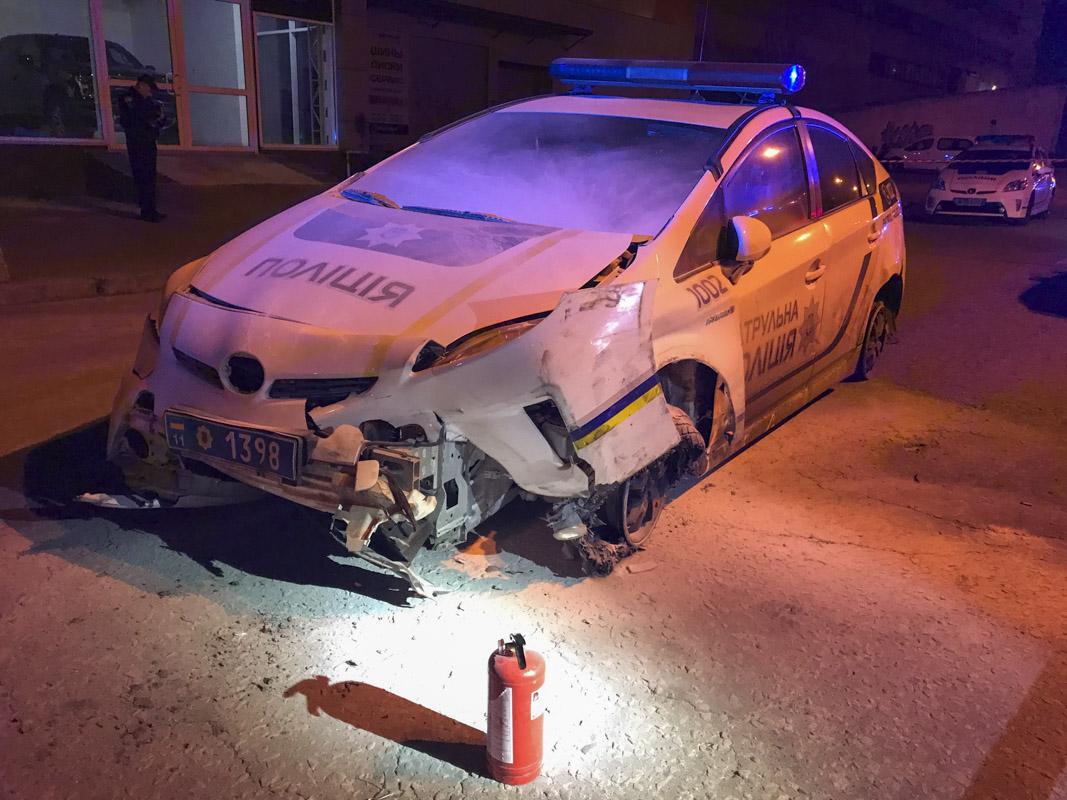 Угнанный Prius уже просто не мог ехать, так как был полностью разбит и со стертыми покрышками