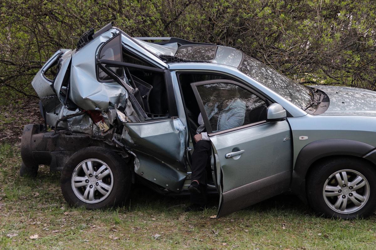 Внедорожник Mercedes отправил в кювет Hyundai