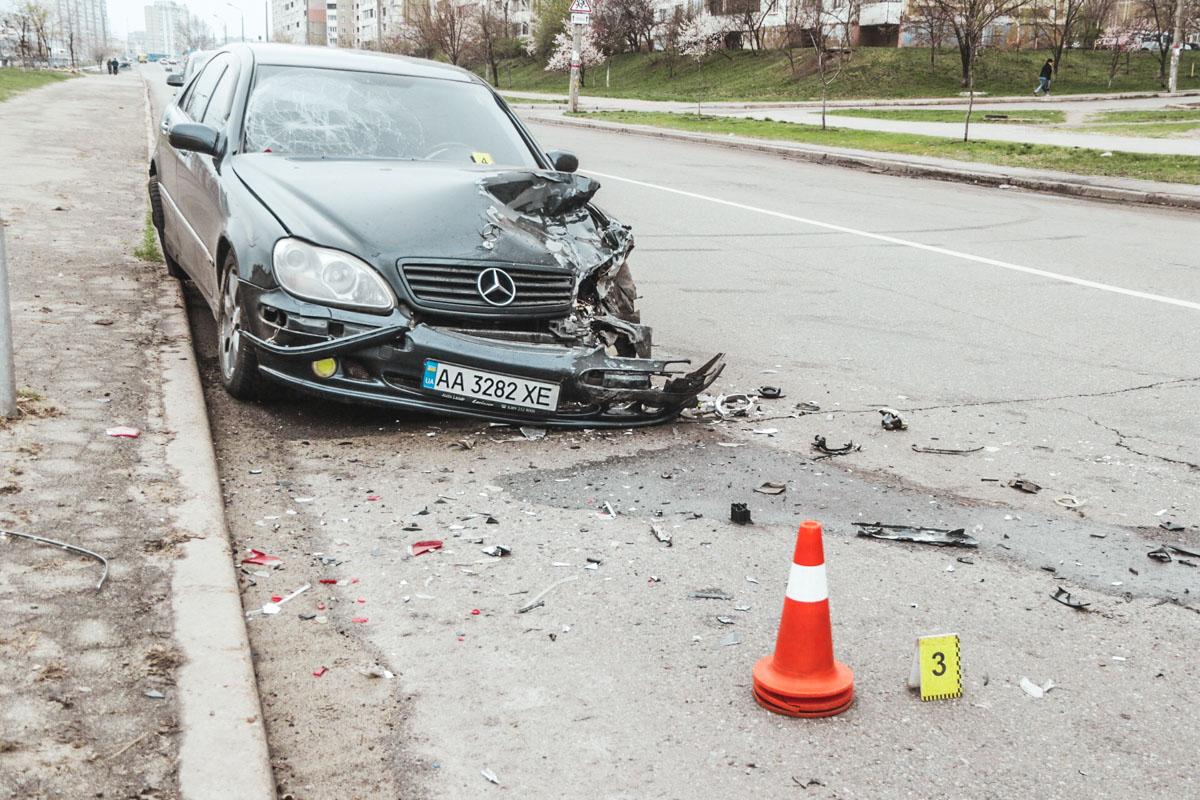 BMW и Mercedes столкнулись на улице Оноре де Бальзака