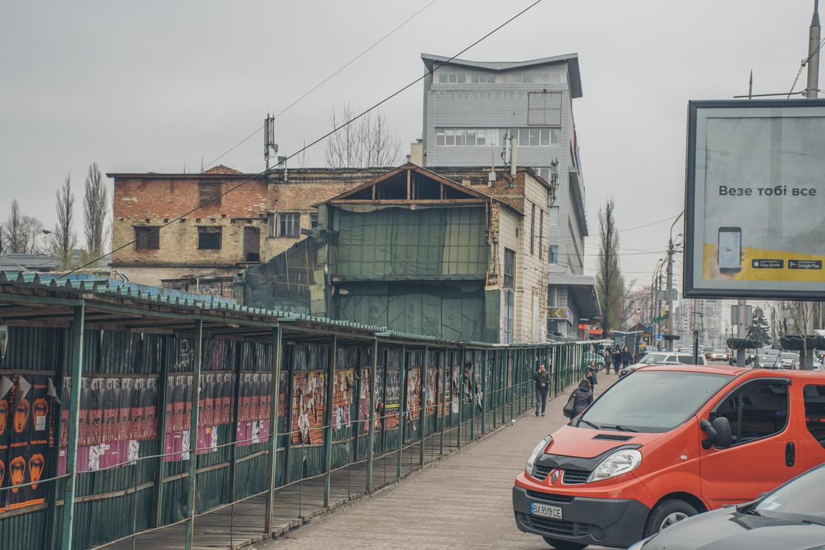 """На очереди чуть более """"молодое"""" здание - комплекс тяговой подстанции. Этот дом появился на карте Киева в 1930-х годах"""