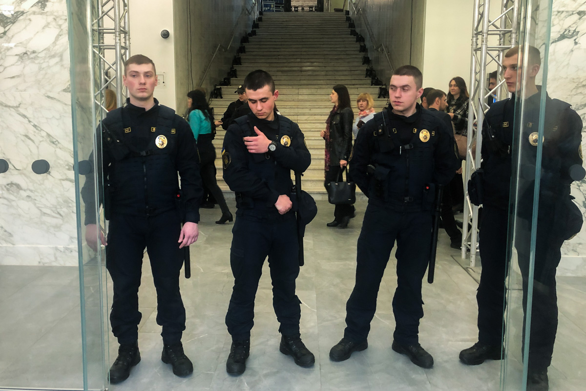 В КГГА работают правоохранители