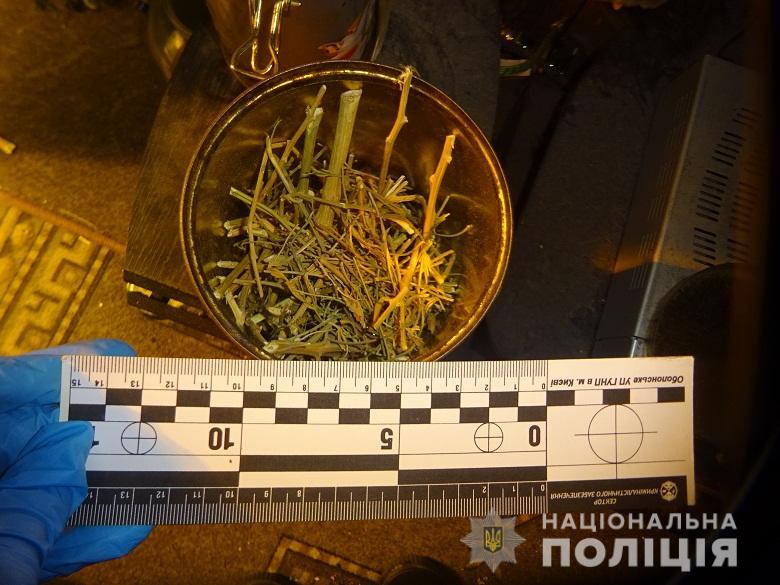 Приехав на семейный конфликт, полицейские обнаружили импровизированную нарколабораторию