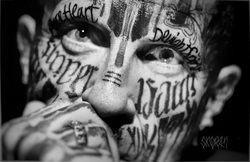 Самый татуированный человек планеты посетит Киев после самого пирсингованного