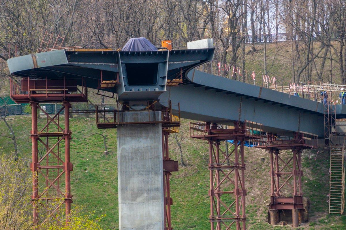 На этом мосту смогут ездить велосипедисты, а также прогуливаться пешеходы