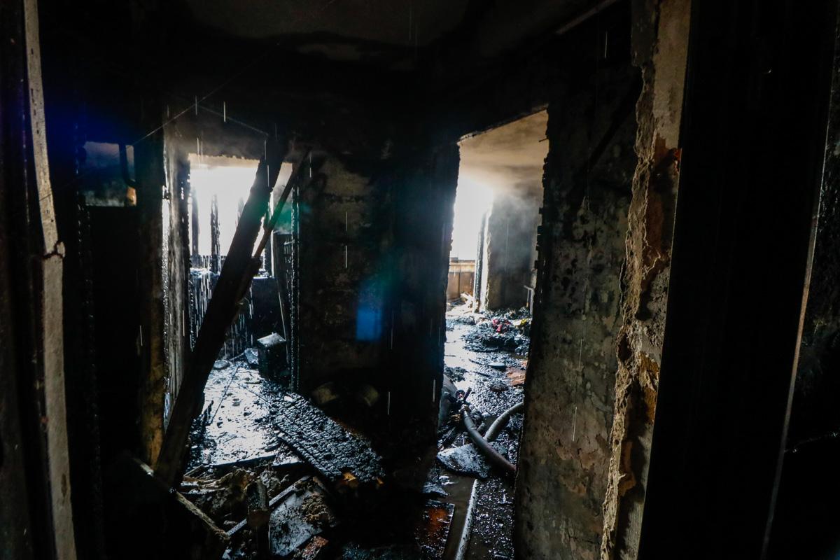 В результате пожара погиб один из мужчин