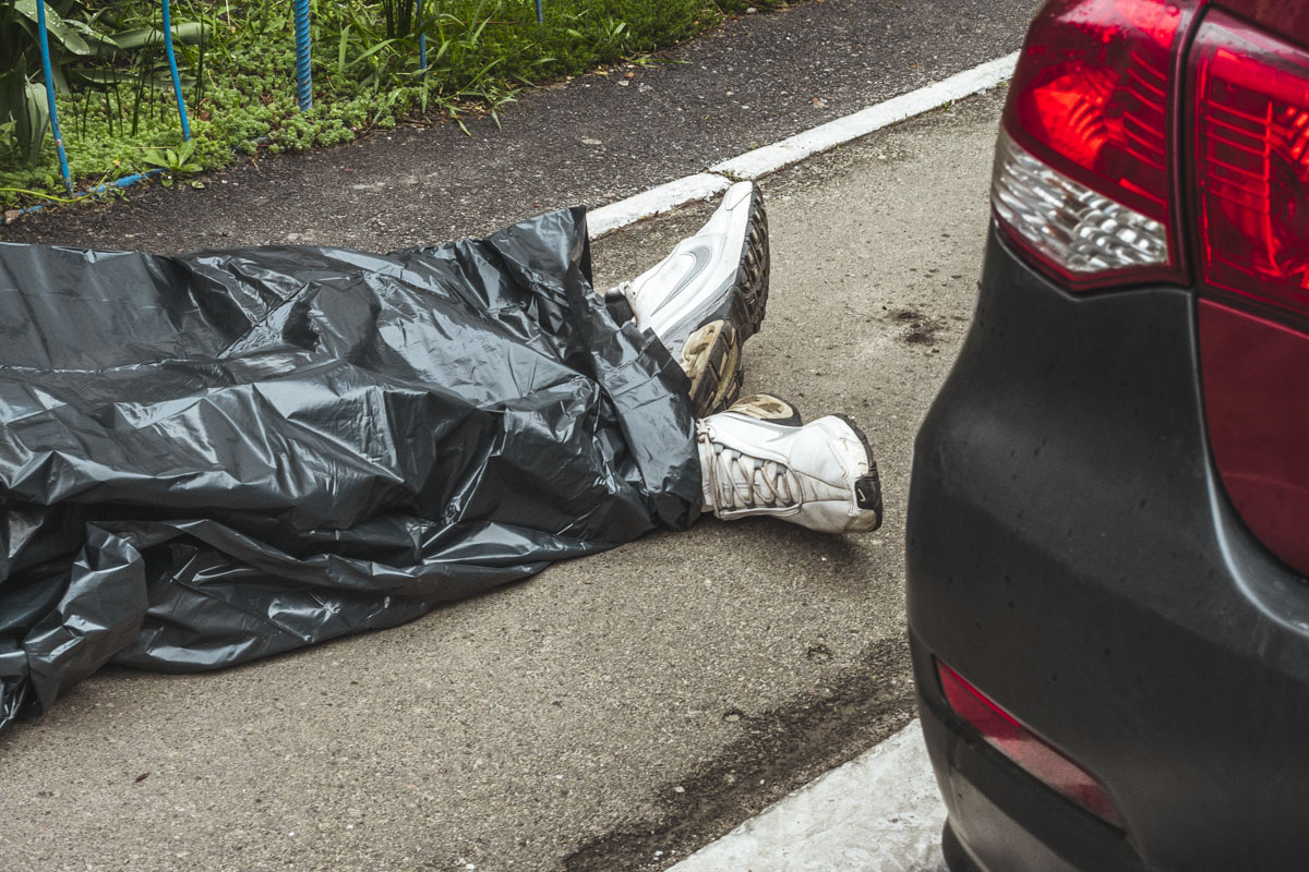 В Киеве по адресу улица Драгоманова, 8 обнаружили труп мужчины