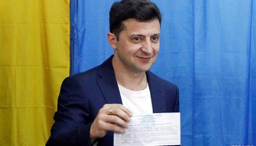 Зеленский показал журналистам свой бюллетень