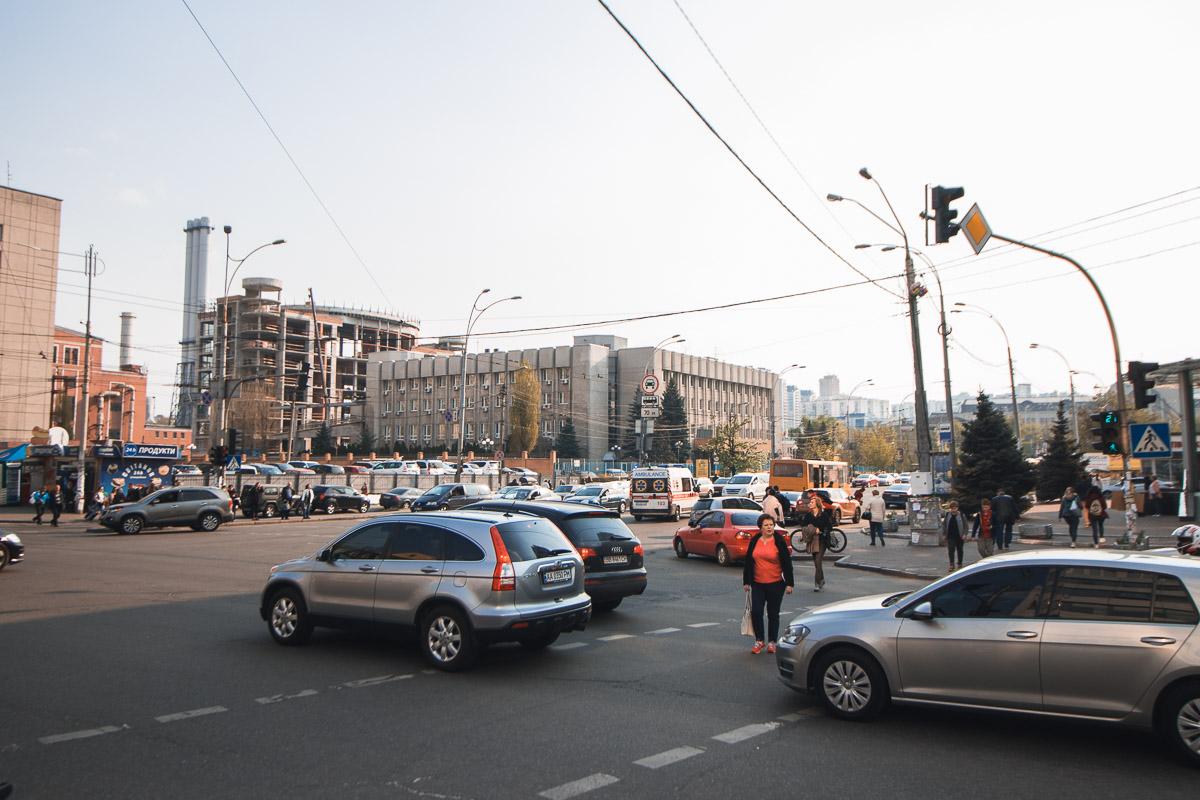 Всего благодаря проведенным работам площадь рекламы на улице уменьшилась с почти двух тысяч квадратных метров до 215