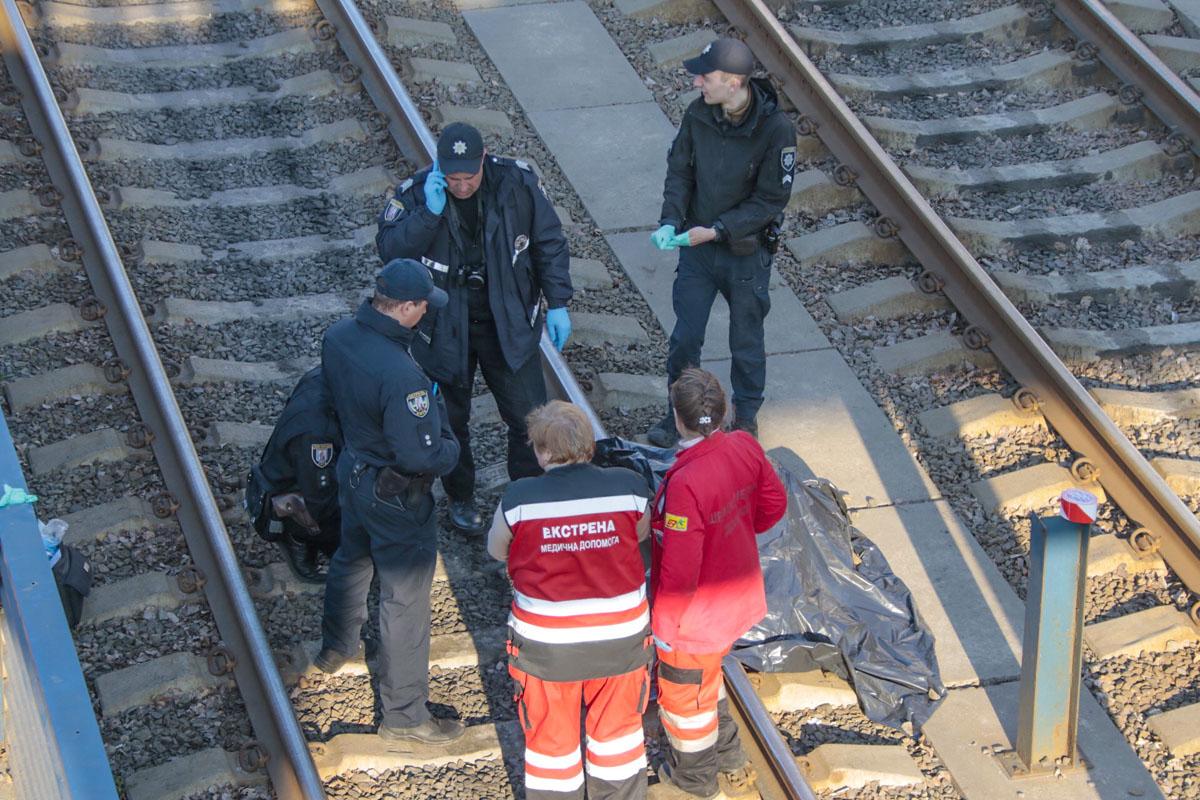 В среду, 3 апреля, в Киеве вблизи трамвайной остановки «Национальный Авиационный университет» произошел трагический инцидент