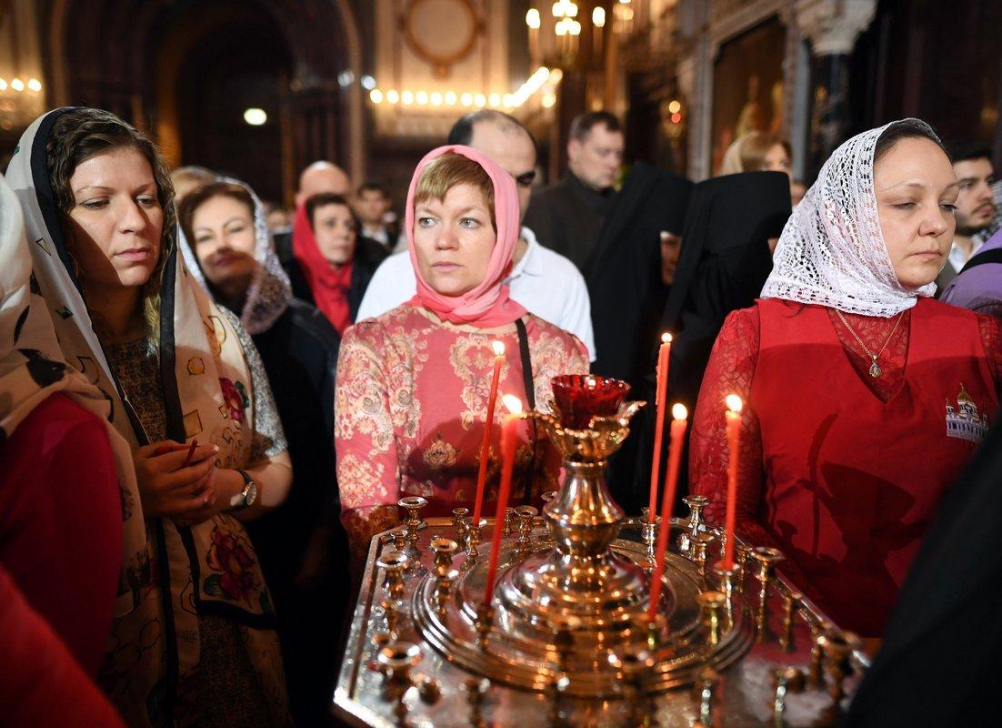Празднование начинается с пасхального богослужения