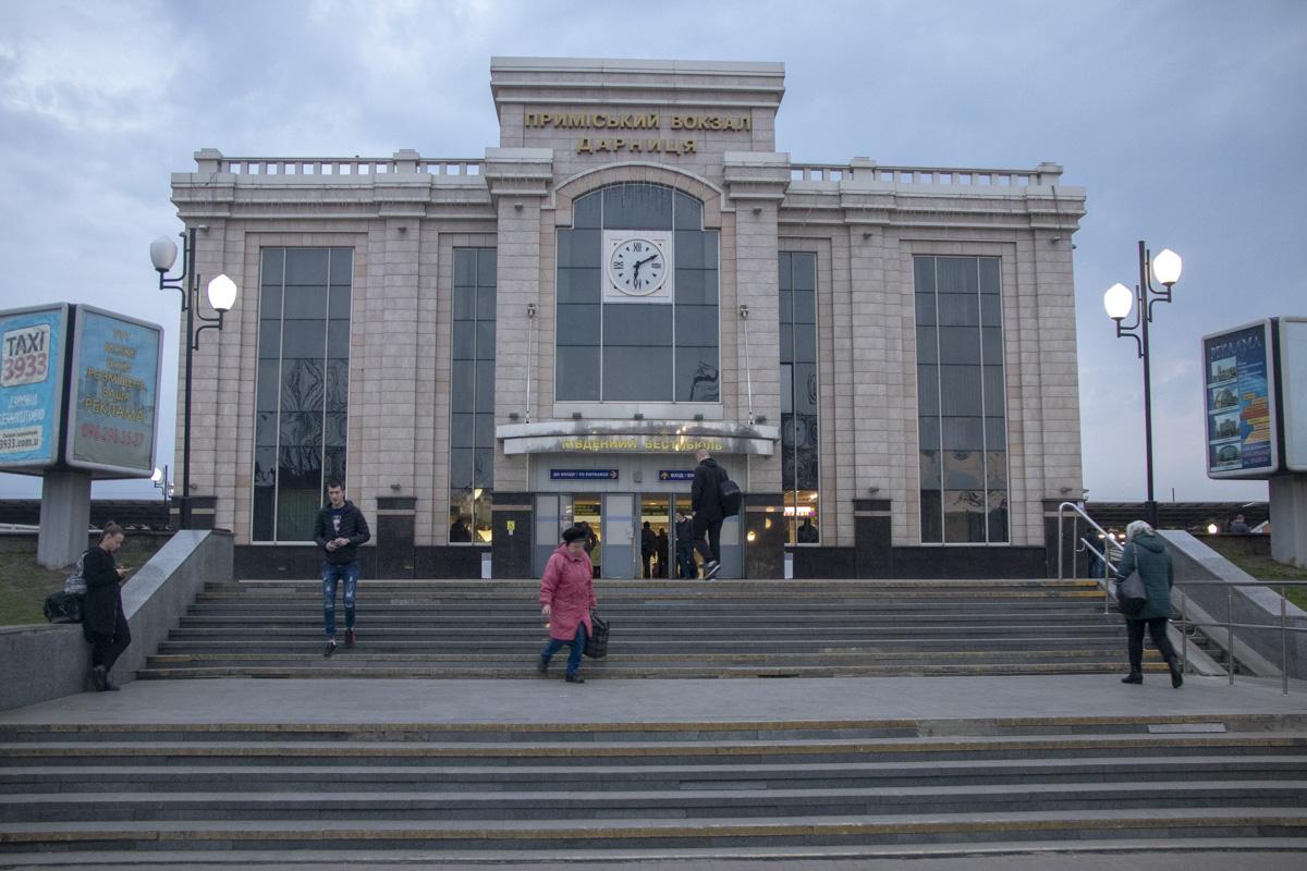 8 апреля в Киеве на Дарницком железнодорожном вокзале обнаружили труп мужчины