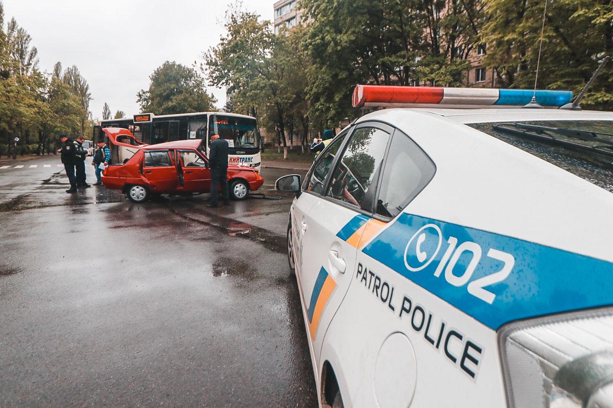 В понедельник, 29 апреля, в Киеве на пересечении улиц Гната Юры и Петра Куренного произошло ДТП