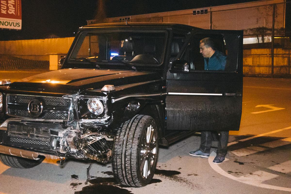 ВодительMercedes находился в состоянии сильного алкогольного опьянения и еле держался на ногах