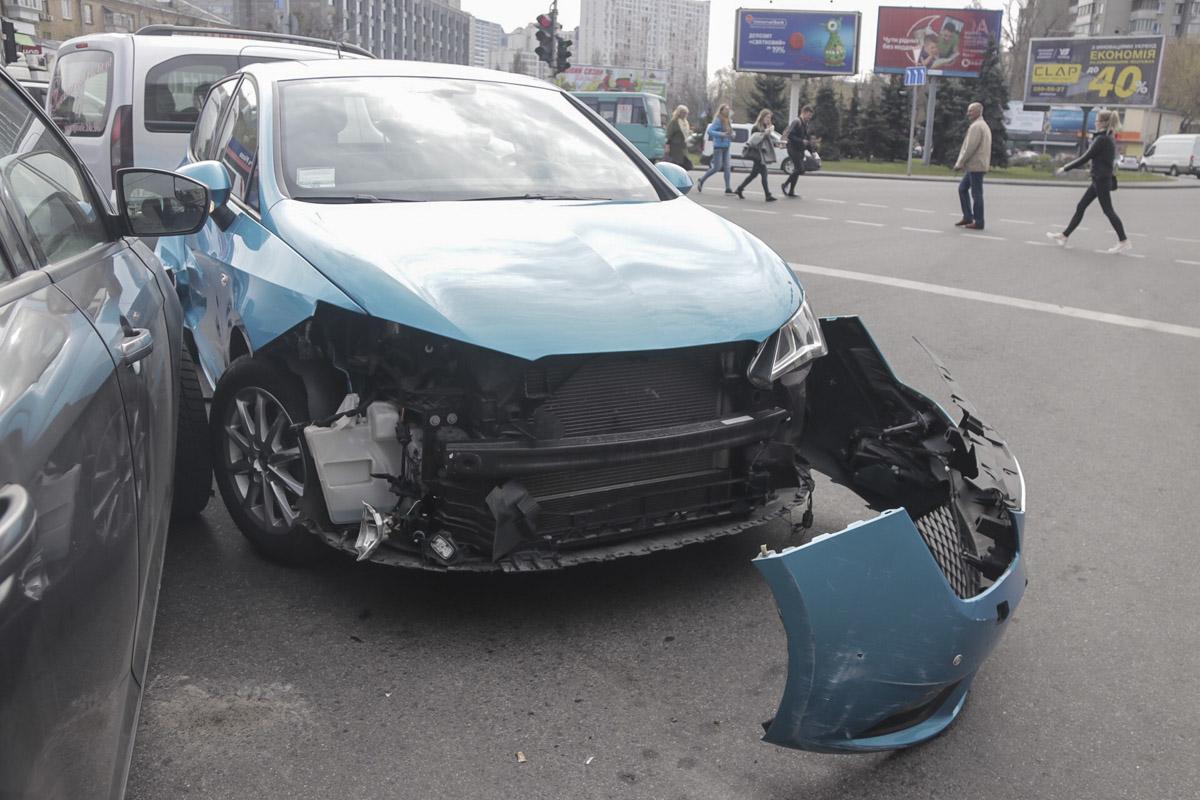 Из-за аварии в сторону Русановки образовалась огромная пробка